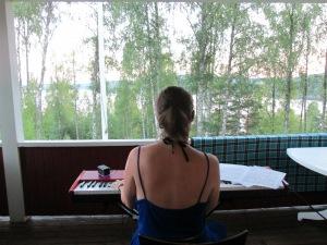 Ta med pianot till verandan i Värmland - smartaste draget!